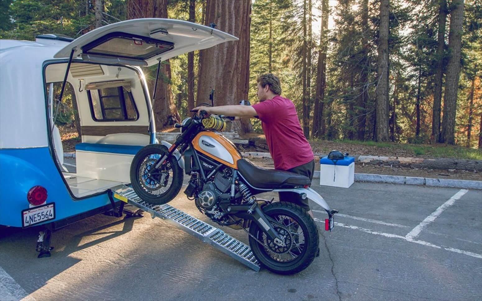 トレーラーとバイク